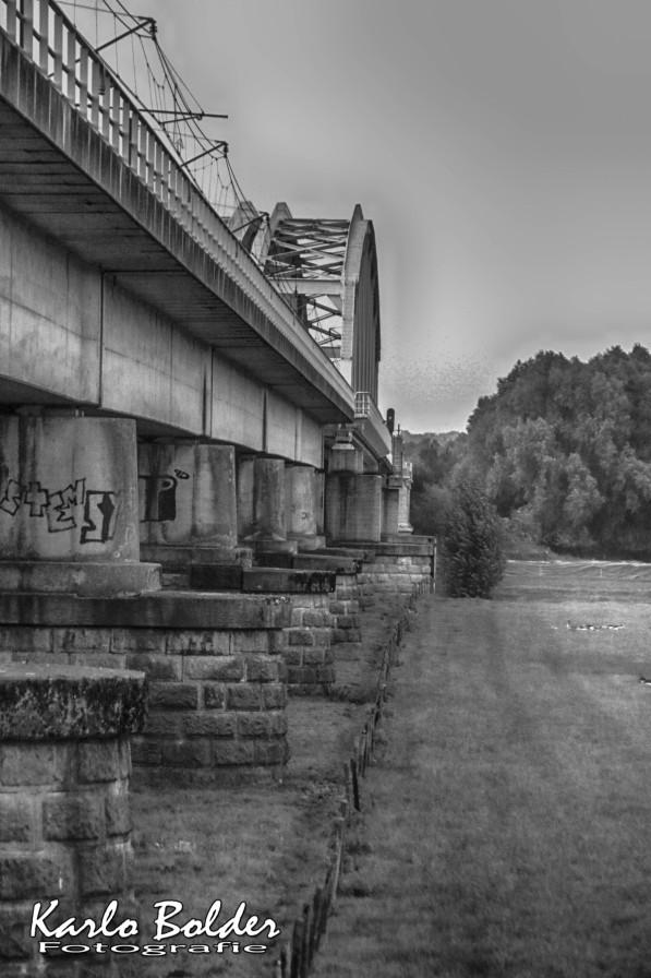 Westervoortse brug zijaanzicht